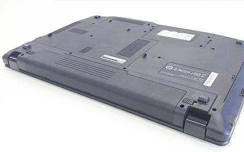 ノートパソコンのバッテリーの外し方01