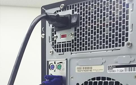 パソコンの電源ケーブル